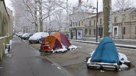 Французские чиновники переночуют на улице с бездомными